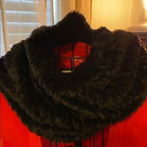 Anthropologie faux fur scarf black 100% polyester
